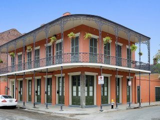 Charming French Quarter Condo Steps2Bourbon, New Orleans