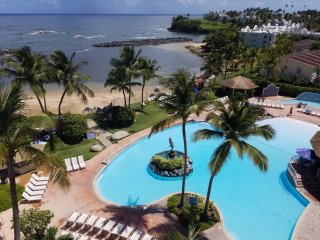 Beach front private suit.Stunning view! Remodeled., Dorado
