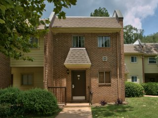 Beautifully Decorated 2BR Townhouse, Tallahassee