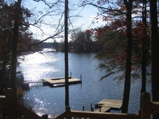 Waterfront Lake Hickory Charming Cottage