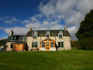 Drumuillie Grange - Sauna, Wood Burning Stoves, Mountain Views and Dog Friendly, Boat of Garten