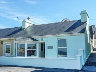 SEA WARRIOR, end-terrace with stunning sea views, many amenities close by, Ref 938972, Kilkee