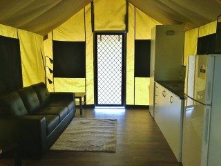 Safari Tent - Promhills Cabins, Yanakie