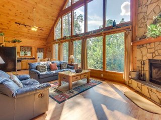 Dog-friendly, two story cabin in woods w/ screened-in deck, hot tub, pool table, Sautee Nacoochee