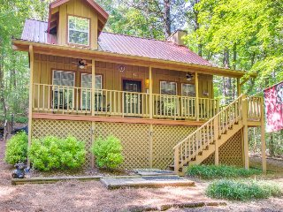 Secluded, two-story, dog-friendly cabin w/ screened-in deck, hot tub & fireplace