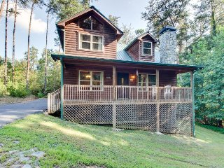 Modern mountain splendor w/ hot tub, pool table, outdoor fireplace - Dogs OK!, Sautee Nacoochee