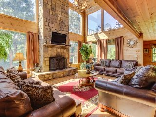 Mountain getaway with stunning views and private hot tub! Dogs OK!