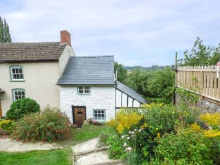 RIVER VIEW COTTAGE, character property, WiFi, patio, Fownhope, Ref 921069