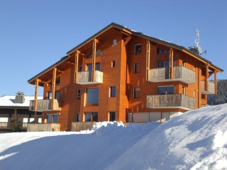 Large Duplex Apartment with Mountain Views, Les Carroz-d'Araches