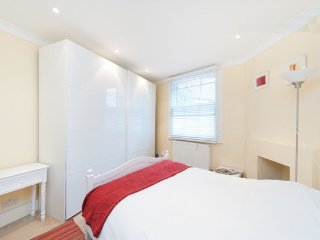 2/3 Bedroom Hampstead NW3  2 mins to Tube, safe & convenient, 15 mins to centre