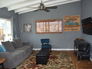 2 bedroom Bungalow 1 block to beach, Newport Beach