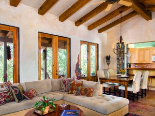Casita del Corazon: 1100 sq. ft. Private Retreat, Santa Fe