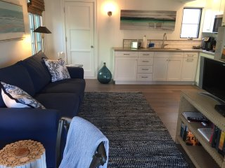 Open plan living/dining room and fully equiped kitchen.