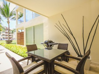 Your private pool view patio with patio table, BBQ, ping pong table