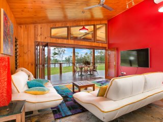 Lake Tinaroo Frontage- Luxury  - Cairns Highlands
