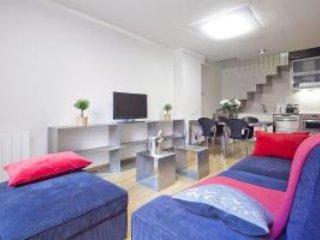Arc Triomf Gaudi Pool - 3 Bedroom Apartment - MSB 56025, Barcelona