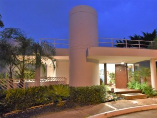 Mansion #3 Villa Bonita, pool, Sleeps 8,10, 25!