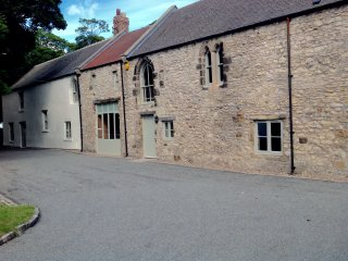 The Byre. Historic ground floor apartment near Seaham and Durham Heritage Coast, Easington