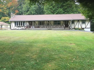 Large 2 bedroom apt. Near Elk Ski Mountain, Union Dale