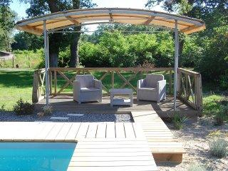 Grande maison de vacances avec piscine chauffee4*