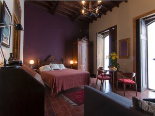 DON PEPE Apartment in CASA SAN MARCIAL + Shared PATIO & ROOF TERRACE in OLD TOWN