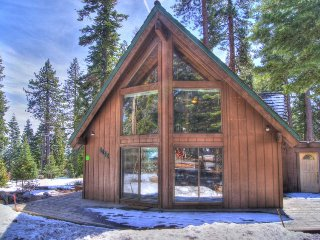Gorgeous hilltop home with space for 12, close to everything, Tahoe Vista