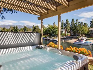 Waterfront retro-modern home w/ private hot tub, shared pools & beach access!, South Lake Tahoe