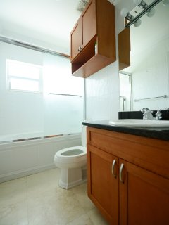 Separate private bathroom for the guest bedroom, again complete with full bathtub and shower