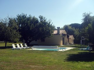 Villa set on the banks of the Dordogne river