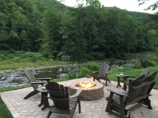 Sanctuary by the Stream - Beautiful in the Winter & close to Ski Areas, Phoenicia