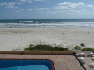 REAL Direct Oceanfront 3rd Floor Unit w/ Spectacular Balcony View - Dog Friendly, Daytona Beach