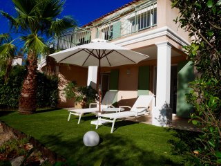 Charming 2 bed villa for 6 pers. in gated estate, Sainte-Maxime