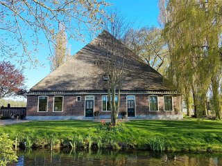 Villa Prinsenhonk at IJssellake for max 14 persons
