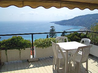 1 bedroom Apartment with Pool and Walk to Beach & Shops - 5054390