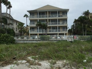 3BR/2BA Beautiful Beach Location