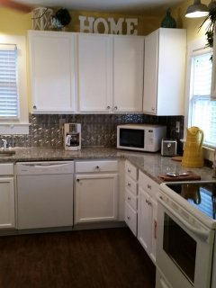 Newly renovated kitchen ! Granite and hardwood