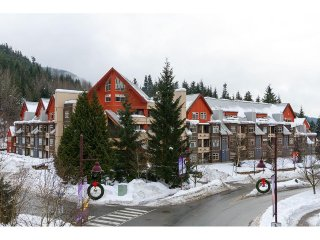 1 Bedroom w/ pool & hot tub access - Whistler Creek