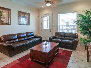 Upgraded condo w/ shared pool, only a 1/2 block from the beach, South Padre Island