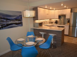 True Ski In Out Renovated Woodrun Condo in Private Setting Heated Pool & Hot Tub