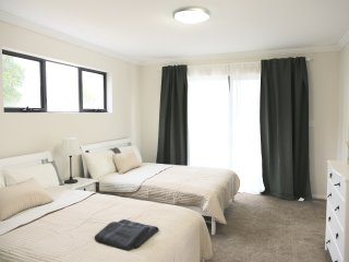 No.5 Holiday Family Suite With Private Bathroom, Sydney