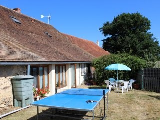 """Le petit coin"", gite, garden & private pool, Noyant"
