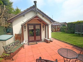 Annexe, detached,1 bed, log burner, private patio., Southport