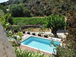Gite 2 adultes avec piscine à 12 km Avignon