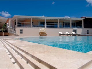3 Bedrooms 3 Bathrooms Villa-Private Infinity Pool, Cul de Sac