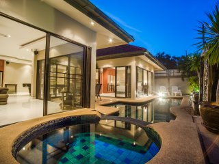 Avoca Deluxe 2bdr Pool & Jacuzzi, Pattaya