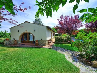 Farmhouse with private garden and pool in Tuscany, Tavarnelle Val di Pesa