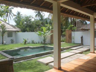 EXOTIC VILLA 3 BEDROOMS WITH PRIVATE SWIMMING POOL, Selong Belanak