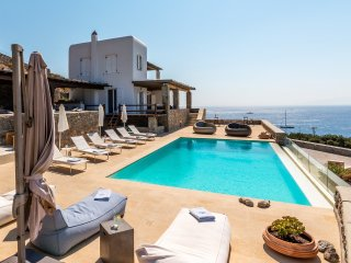 Blue Villas | Cecile Villa | Family Friendly, Agios Ioannis