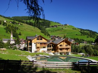 Chalet Mornà Residence Apartments ****, San Martino in Badia