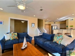 Stay 3, 1 Night Free thru the end oF March! Steps to the Beach! 25 Min to Sav.!